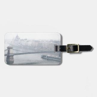 Etiqueta De Bagagem Ponte de Budapest sobre a imagem de Danube River