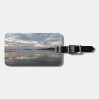Etiqueta De Bagagem Reflexões no Tag da bagagem da praia da península