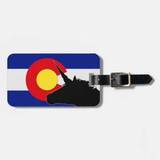 Etiqueta De Bagagem Silhueta do unicórnio sobre a bandeira de Colorado