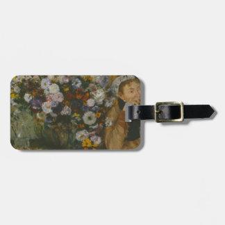 Etiqueta De Bagagem Uma mulher assentada ao lado de um vaso das flores