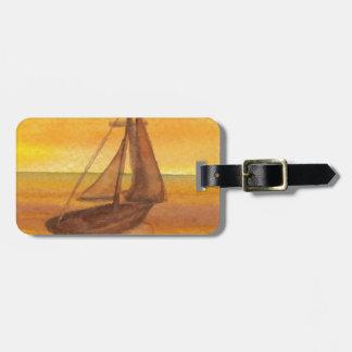 Etiqueta De Bagagem Velas douradas bonito do céu do por do sol do vele