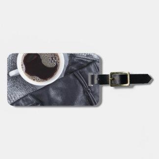 Etiqueta De Bagagem Vista superior de um copo branco com café