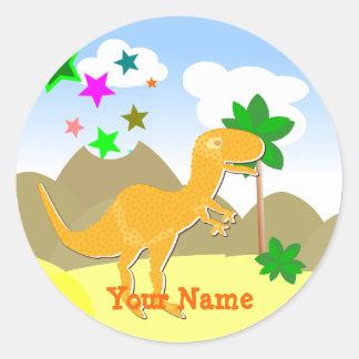 Etiqueta de nome alaranjada bonito do dinossauro adesivo