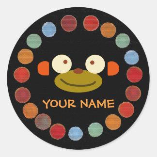 Etiqueta de nome da cara do macaco! adesivo redondo