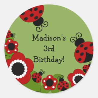 Etiqueta do aniversário do joaninha adesivos em formato redondos