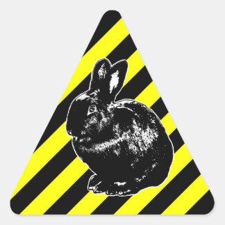 Etiqueta do coelho de BunnyLuv Adesivo Triangular