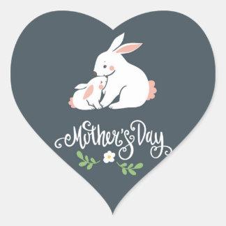 Etiqueta do coração do dia das mães do coelho do