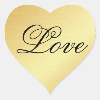 Etiqueta do coração do ouro com amor no texto