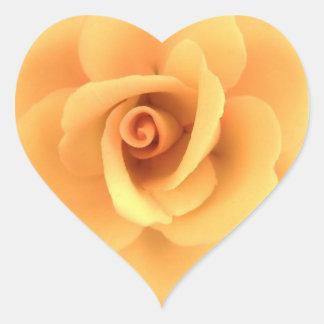Etiqueta do coração do rosa amarelo