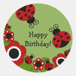 Etiqueta do feliz aniversario do joaninha adesivos em formato redondos