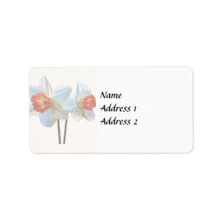 Etiqueta Dois brancos e Daffodils alaranjados que Wedding