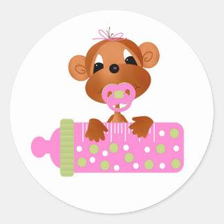 Etiqueta-é bebês de uma selva da menina adesivo em formato redondo