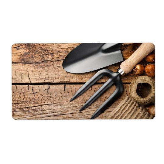 Etiqueta Ferramentas de jardinagem com guita e bulbos na