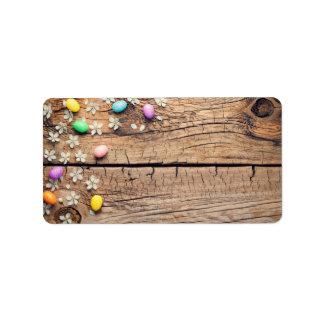 Etiqueta Fundo da páscoa com flor e ovos na madeira