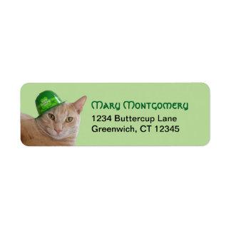 Etiqueta Gato alaranjado bonito que veste um chapéu