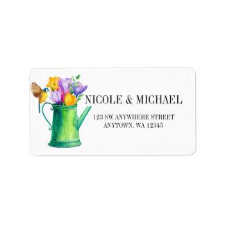 Etiqueta Lata molhando chique com flores e casamento do