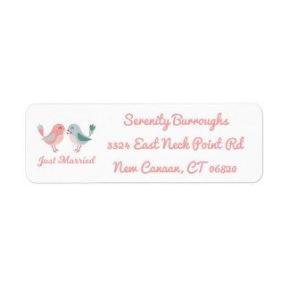 Etiqueta Lovebirds cor-de-rosa do recem casados que Wedding