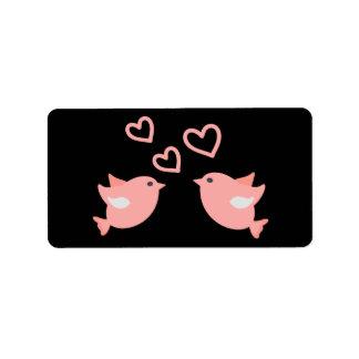 Etiqueta Lovebirds cor-de-rosa & pretos do recem casados