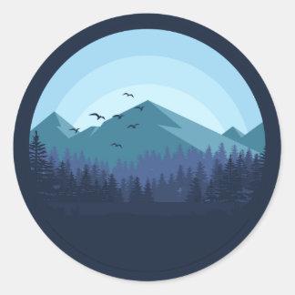 Etiqueta nevado da paisagem da montanha