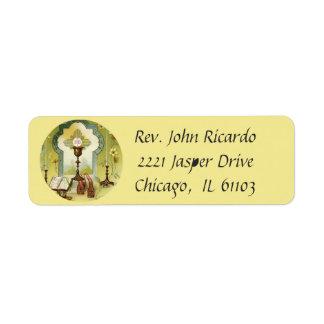 Etiqueta O cálice do Eucaristia Candles o altar de Missal