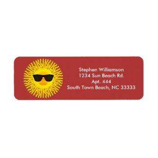 Etiqueta O verão ensolarado Sun enfrenta com óculos de sol