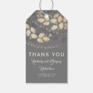 Etiqueta Para Presente Cinza e folhas e luzes da árvore do ouro que