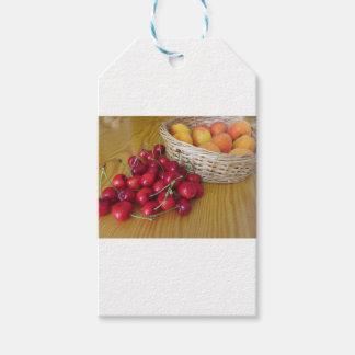 Etiqueta Para Presente Frutas frescas do verão na mesa de madeira leve