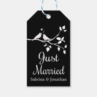 Etiqueta Para Presente Lovebirds preto e branco do recem casados que