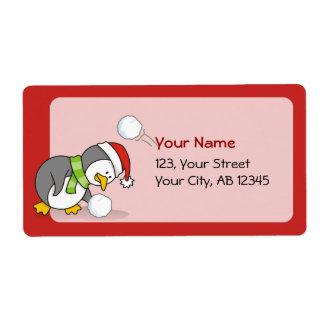 Etiqueta Pinguim do Natal que obtem uma bola da neve