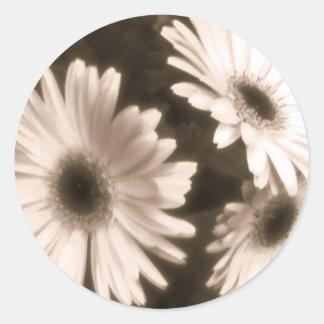 etiqueta preta da flor branca adesivo em formato redondo