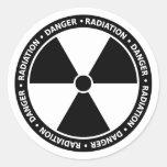 Etiqueta preto e branco do símbolo da radiação adesivo redondo