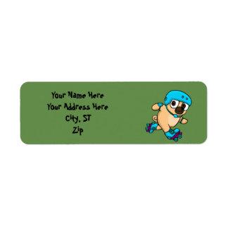 Etiqueta Pug dos desenhos animados em rollerblades
