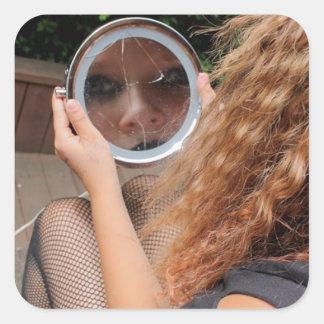 etiqueta quebrada composição do espelho da menina
