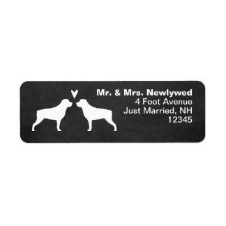 Etiqueta Rottweiler mostra em silhueta o endereço do