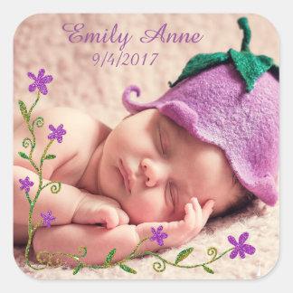 Etiqueta roxa bonito da foto do bebê da flor adesivo quadrado