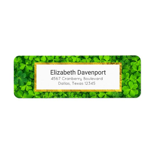 Etiqueta Trevos verdes frondosos com gotas de água