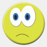 Etiqueta triste da cara adesivos redondos