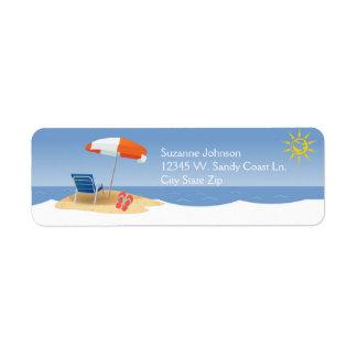 Etiqueta Um dia nos chinelos das ondas de oceano da praia