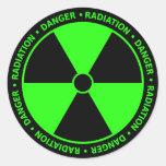 Etiqueta verde do símbolo da radiação adesivos em formato redondos
