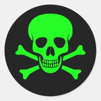 Etiqueta verde & preta do crânio & dos Crossbones Adesivo