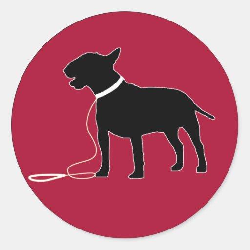 Etiqueta vermelha de bull terrier adesivo redondo