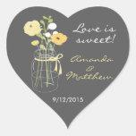 Etiquetas amarelas e cinzentas do favor do casamen adesivos de corações