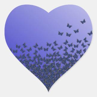 Etiquetas azuis e roxas do coração do teste padrão