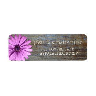 Etiquetas de casamento roxas de madeira rústicas