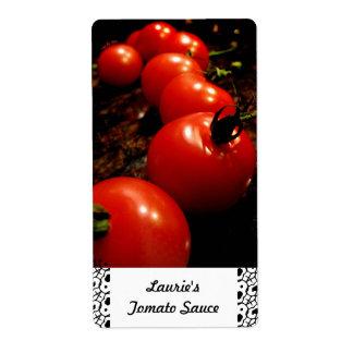 Etiquetas de colocação em latas do tomate vermelho