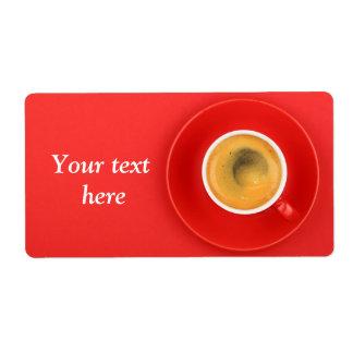 Etiquetas de transporte com café preto e o copo etiqueta de frete