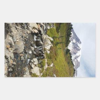 Etiquetas do Monte Rainier e do córrego