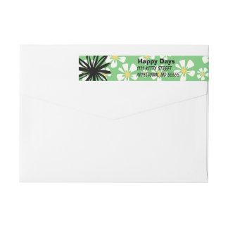 Etiquetas Flores brancas felizes no fundo verde