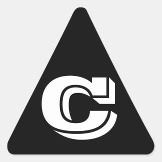 Etiquetas pretas do triângulo da letra C Vineta