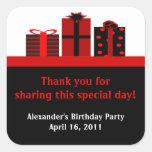 Etiquetas pretas e vermelhas do favor de festa de adesivo em forma quadrada